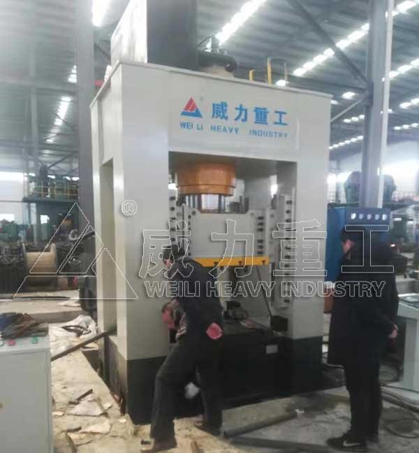 500吨快速锻造液压机(万向节热锻成型设备)