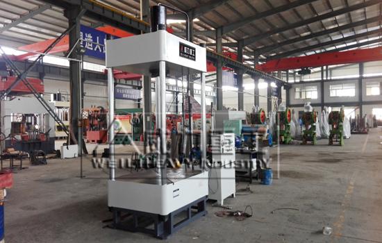 二梁四柱液压机生产厂家