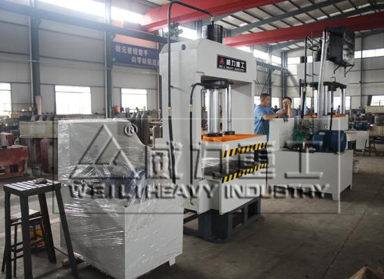 100吨龙门液压机3